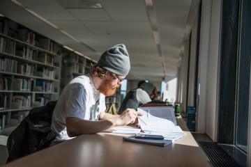 Mi session, bibliothèque - Photo : Alice Chiche