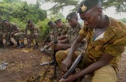 Des gardiens de la paix burundais en 2006 - Photo - Courtoisie Rick Scavetta, US Arny Africa-1